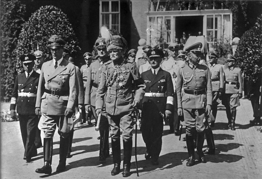 Bundesarchiv_Bild_183-L19106,_Doorn,_Beisetzung_Kaiser_Wilhelm_II.
